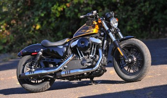 2016 Harley-Davidson Dark Custom Iron 883 Released