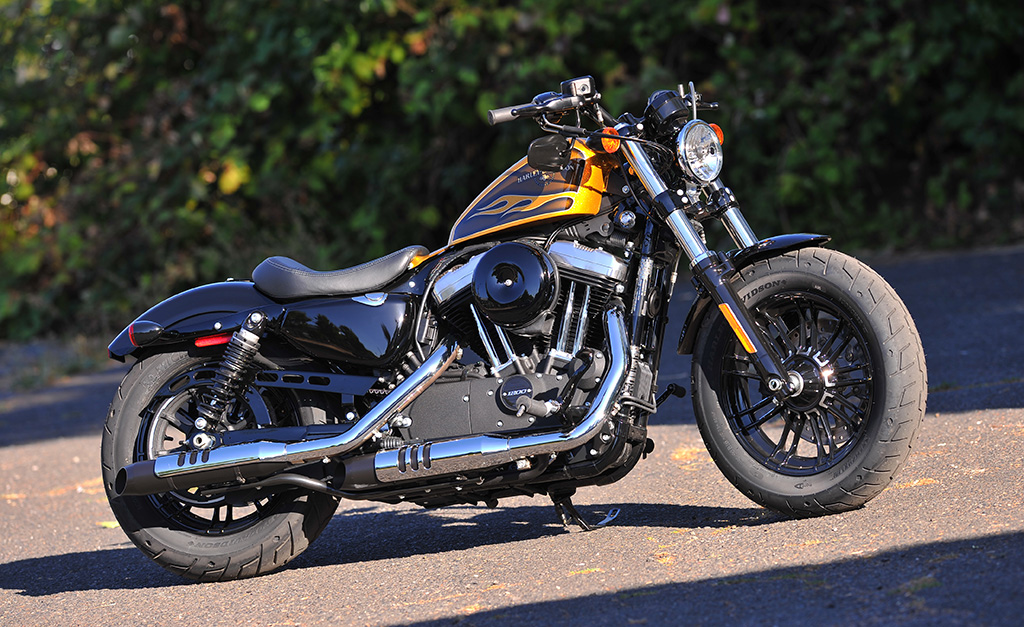 2016-Harley-Davidson-Dark-Custom-Iron-883-Olive-Gold