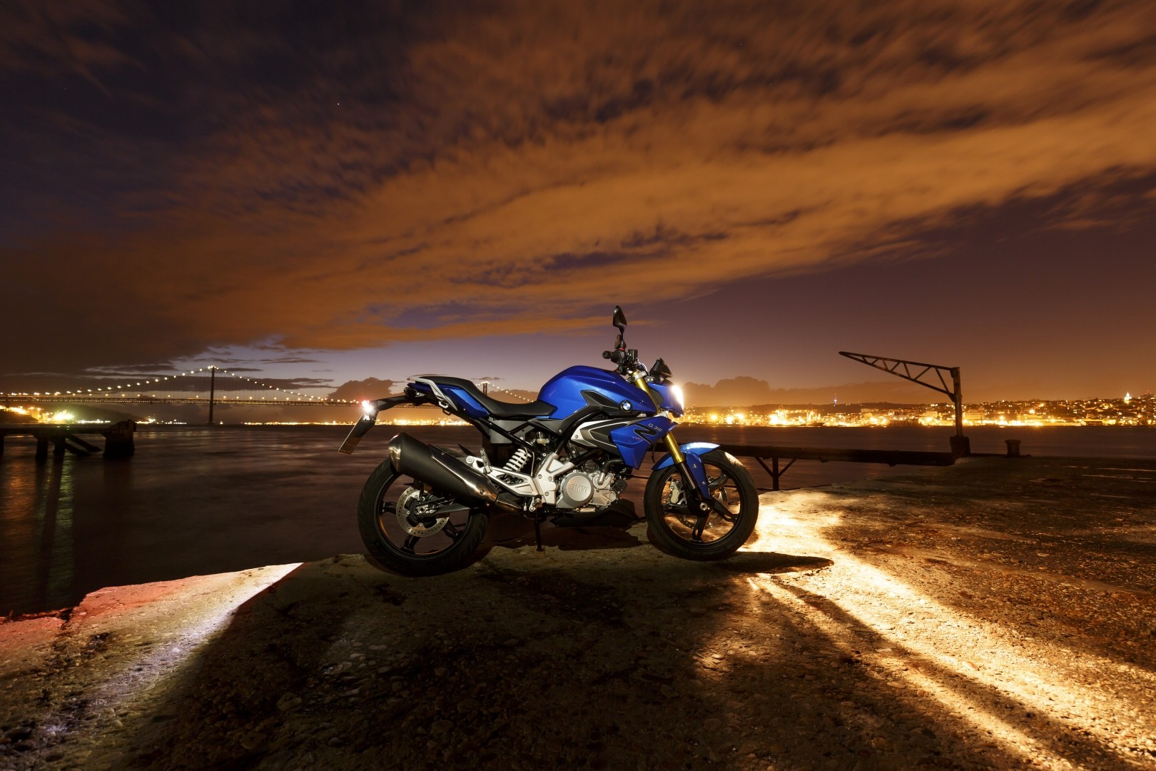 2016 BMW G310R Side Design