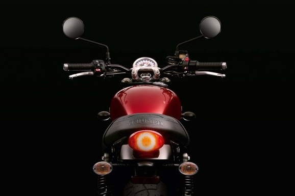 2016-Triumph-Street-Twin-Rear-Design